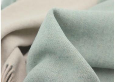 Plaid en cachemire et laine vert d'eau et blanc crème - Textile - Biederlack